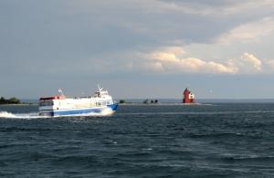 Shepler's Ferry Passes Rounbd Island